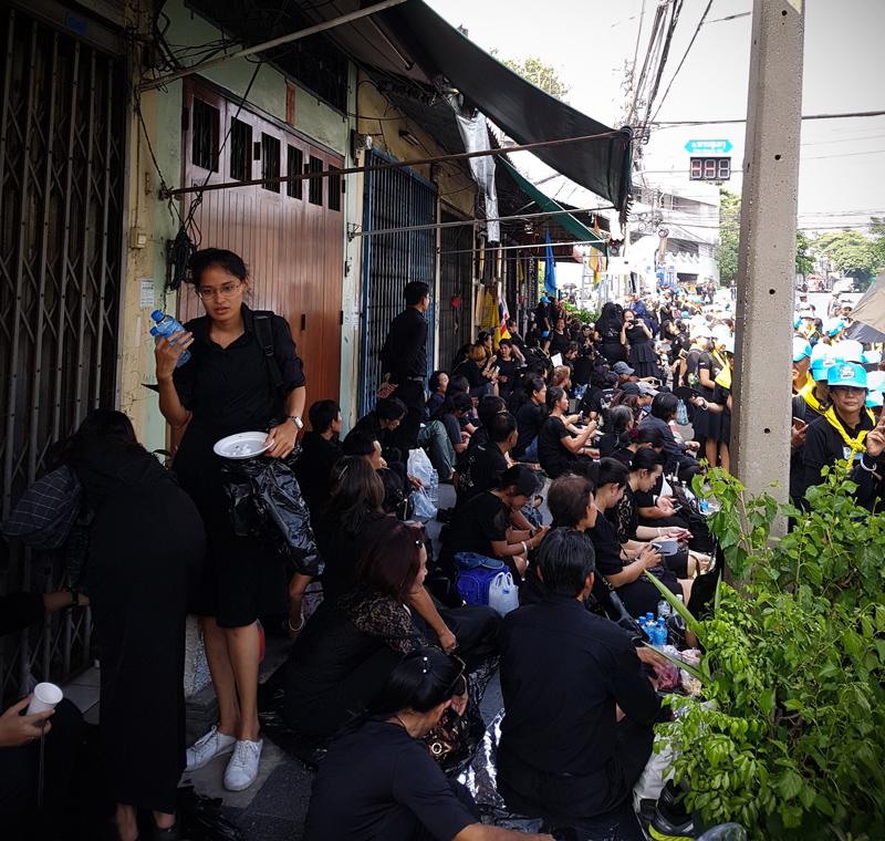Bangkok_in_black_1